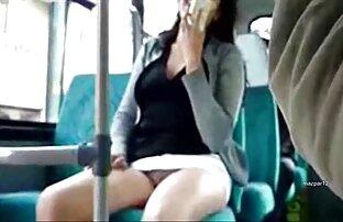 Chica adolescente se corre videos porno en audio latino como una fuente
