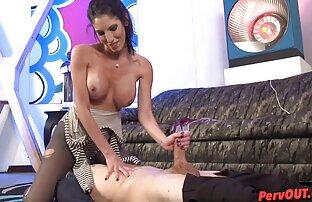 Chica caliente masturbándose en la mesa de póquer xxx peliculas en español latino