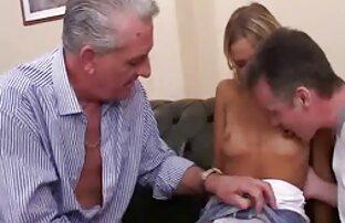 Dos hermosas hentai porno latino chicas juegan un juego de manos rojas